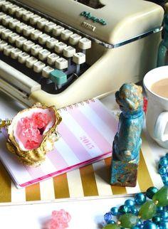 Modern Typewriter, Typewriter For Sale, Antique Typewriter, Vintage Typewriters, Selling Antiques, Brighten Your Day, Desk Chair, Offices