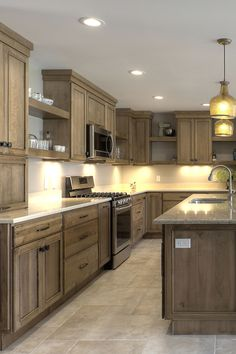 Click to find design inspiration and remodeling ideas from Fieldstone Cabinetry to get you started planning your dream kitchen. Design by Erica Murdock of Kitchen Choreography, photo by Jason Hulet Photography.