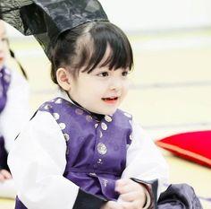 Cute Kids, Cute Babies, Baby Kids, Superman Wallpaper, Baby Park, Pretty Girls, Korean Idols, Photoshoot, Style Inspiration