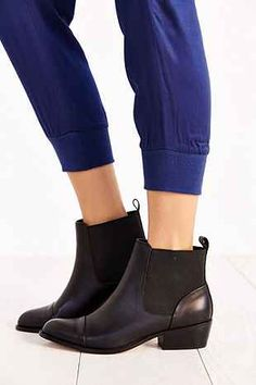Dolce Vita Vancie Leather Chelsea Boot - Urban Outfitters