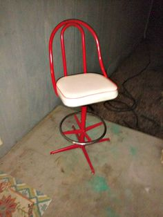 Vintage metal/vinyl adjustable bar stool w/foot Rest RED and CHROME exc condition..