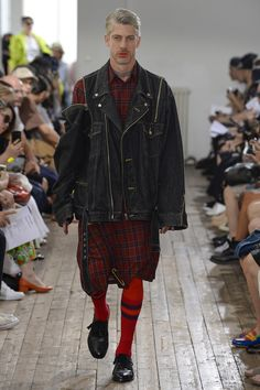 See the complete Facetasm Spring 2018 Menswear collection.