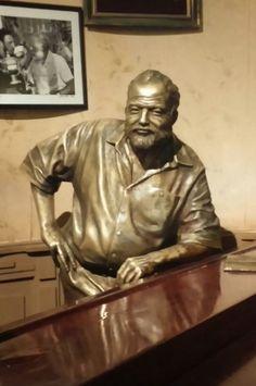 Autoren-Treff in Cuba, Havanna . Ernest Hemingway, Bronze Sculpture, Sculpture Art, Hunter S Thompson, World Literature, Key West, History, Havana Cuba, Public Art