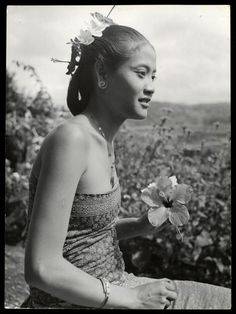 bali old photos Indonesian Women, Indonesian Art, Beautiful Asian Girls, Beautiful Pictures, Tribal Women, Beautiful Islands, Girls Be Like, Vintage Pictures, Vintage Beauty