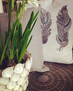 Forårsstemning i butikken ☀️ #spring #flowerpot #inspiration #interiordesign #personalstyle #thinkoutsidethebox #mixit #rawdesign #feather