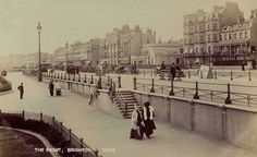 Sussex, Brighton, Elegant Edwardian Ladies stroll on the Front