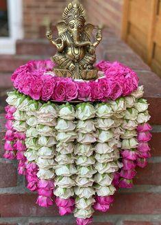 Door Flower Decoration, Ganpati Decoration Design, Flower Decorations, Desi Wedding Decor, Wedding Hall Decorations, Backdrop Decorations, Engagement Decorations, Wedding Mandap, Wedding Receptions