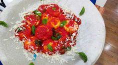 Sorrentinos de jamón y mozzarella con salsa de albahaca