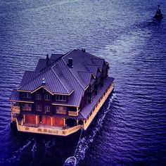 The floating house boat
