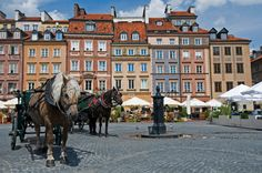 Old Town Warsaw | The pretty Old Town Square of Warsaw