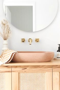 Bathroom Tapware, Bathroom Interior, Laundry In Bathroom, Bathroom Decor, Decor Interior Design, Round Mirror Bathroom, Bathroom Design, Bathroom Renovations, Beautiful Interior Design