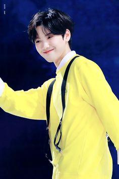 Darling feat Kang Minhee and another Starship trainee 💕💕 # Fiksi penggemar # amreading # books # wattpad Kim Min Hee, Love U Forever, Starship Entertainment, Seong, Kpop Boy, Winwin, Monsta X, Jaehyun, My Boys