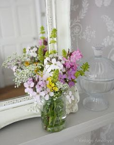 Wedding Bouquets Wild Flowers Vase 40 Ideas For 2019 Flowers In Jars, Love Flowers, Flower Vases, Fresh Flowers, Wild Flowers, Beautiful Flowers, Simple Centerpieces, Wedding Table Centerpieces, Wedding Decorations
