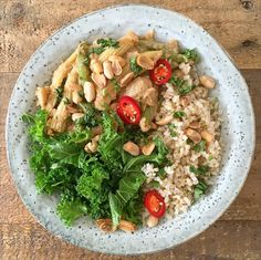 A new potato and peanut curry with brown rice and steamed kale. Vegetarian Potato Recipes, Vegetarian Recepies, Raw Food Recipes, Veggie Recipes, Healthy Recipes, Deliciously Ella Recipes, Caveman Food, Peanut Curry, Plant Based Whole Foods