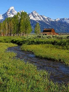 I have seen a lot of photographs of this barn with the mountains (Tetons?) in the background. Beautiful!