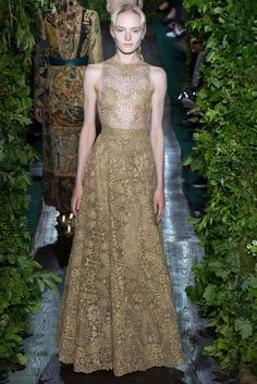 Valentino Fall 2014 Couture - Review - Vogue Its dresses like this that make Valentino one of my very favorite designers. Sigh.