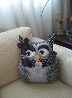 Almofada de Coruja - Artesã Ana Elgui - www.facebook.com/... #almofada #coruja… Owl Patterns, Quilt Patterns, Sewing Patterns, Diy Pillows, Decorative Pillows, Hobbies And Crafts, Diy And Crafts, Sewing Crafts, Sewing Projects
