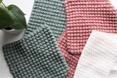 HÆKLEDE KLUDE | TIL HJEMMET | Denhaekledeverden Chrochet, Knit Crochet, Yarn Crafts, Diy Crafts, Drops Design, Diy Clothes, Needlework, Homemade, Blanket