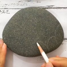 10 Easy Acrylic Painting Techniques for Artists of All Levels Pebble Painting, Pebble Art, Stone Painting, Koi Painting, Rock Painting Patterns, Rock Painting Designs, Art Rupestre, Art Pierre, Stone Crafts