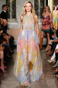 Italian fashion house Emilio Pucci presented their new spring/summer 2015 collection at Milan fashion week spring Creative director Peter Dundas once Emilio Pucci, Fashion Tv, Runway Fashion, Fashion Show, Milan Fashion, Spring Summer 2015, Spring Summer Fashion, Josephine Le Tutour, Italian Fashion Designers
