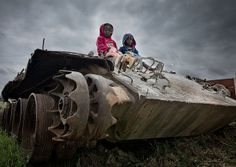 Kids Playing on a Tank - Huambo Angola | Flickr – Compartilhamento de fotos!