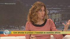 """Tertulia sobre """"Cómo afrontar la ansiedad en momentos díficiles"""" - TV3, Televisión de Cataluña, España. Con Monia Presta, psicóloga, y Gaspar Hernández, periodista y escritor de La Terapeuta."""