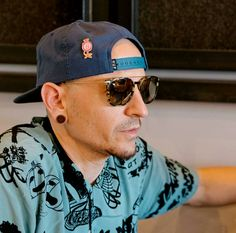 Beautiful Legend Chester Bennington ❤🤘 Your voice will always be home💙🎤🤘 Chester Bennington, Charles Bennington, Chester Rip, Linkin Park Chester, Brad Delson, Mike Shinoda, In Loving Memory, Beautiful Soul, Music Is Life