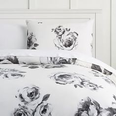 Whether your style is simple or bold, Pottery Barn Teen's girls duvet covers will let your personality show. Find bold colored and printed duvet covers for twin, full, queen and king beds. Girls Duvet Covers, Black Duvet Cover, Black Gold Bedroom, Emily And Meritt, Black Bed Linen, Teen Bedding, Bedding Sets, College Bedding