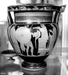 Vase depicting the warrior's departure, ancient Greece.