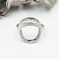 Hammered silver open circle ring, Dainty class ring. Sleek ring, Cool silver jewelry. Contemporary design Geometric Jewelry, Modern Jewelry, Silver Jewelry, Silver Rings, Trendy Jewelry, Boho Jewelry, Jewelry Design, Hammered Silver, Sterling Silver
