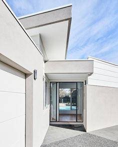 Entry with impact // at our Brighton 4 custom home. These lucky clients are greeted with a spectacular pool when they open their front door. Now that's an entry with a view!  @jamesgeer  #melbournebuilder #melbournebuilder #newhome #design #architecture #thomasarcher #custom #customdesign #knockdownrebuild