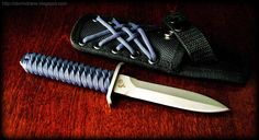 Colt Skinny Mini boot knife, wrapped in Paracord