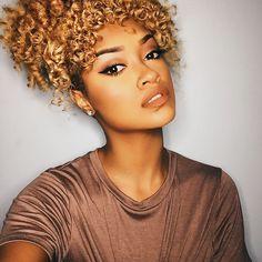 Hair color is amazing Natural Curls, Natural Hair Care, Natural Hair Styles, Queen Hair, Curly Girl, About Hair, Hair Hacks, Hair Goals, Divas