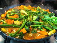 Thai Kūmara and Vegetable Curry Kumara Recipes, Vegetable Curry, Green Curry, Anti Inflammatory Recipes, All Vegetables, Fresh Herbs, Green Beans, Side Dishes, Vegetarian Recipes