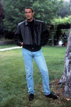 Steven Seagal. Takhle štíhlý byl v 90. letech, v době největší slávy...