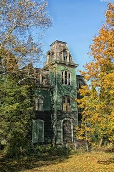 Dilapidated mansion, upstate NY