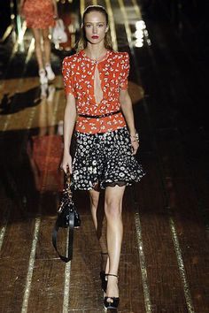 See the complete Gucci Spring 2006 Ready-to-Wear collection.