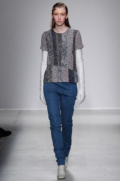 Fresh take on the lightly continuing denim trend. Great gloves, too. Christian Wijnants Fall 2014 Ready-to-Wear Collection Slideshow on Style.com