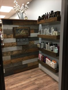 The best of wood pallets projects on one board: easy diy ideas, furniture, home décor, outdoor & garden ideas, free tutorials & guides with instructions and Home Hair Salons, Hair Salon Interior, Home Salon, Design Salon, Salon Interior Design, Interior Design Pictures, Small Salon Designs, Rustic Salon Decor, Salon Stations