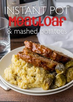 This Instant Pot Meatloaf Mashed Potatoes is a whole meal made in one pressure cooker! My family loved this one and even my picky eater asked for seconds! (whole 30 instant pot beef) Instant Pot Pressure Cooker, Pressure Cooker Recipes, Pressure Cooking, Pressure Pot, Pressure Cooker Turkey, Instant Cooker, Potato Recipes, Beef Recipes, Olinda