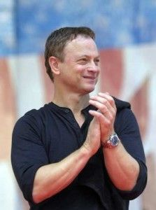 Gary Sinise: clapping