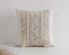 Vestido de ganchillo hippie ropa boho vestido gitano | Etsy Diy Macrame Wall Hanging, Macrame Art, Macrame Projects, Macrame Knots, Macrame Modern, Boho Pillows, Diy Pillows, Decorative Pillows, Throw Pillows