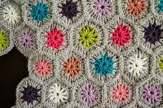 Blooming Hexagons Throw, free pattern by Ann Regis Could use this pattern to make a scarf?