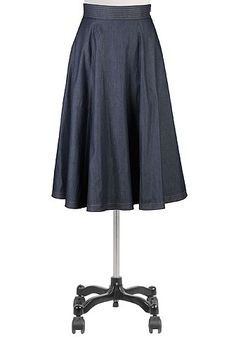 Chambray denim brings season-spanning versatility to our flouncy full skirt finished with practical side seam pockets.
