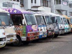 Een ritje met de kleurrijke busjes in #Paramaribo is al een hele ervaring op zich en ontzettend leuk om een keer mee te maken. #OV