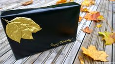 Decorate your gift with golden leaves. Koristele syntymäpäiväpaketti kullan värisillä lehdillä.