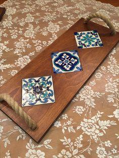 Ceramic Art on wood Diy Wood Projects, Wood Crafts, Woodworking Projects, Diy And Crafts, Ceramic Painting, Painting On Wood, Ceramic Art, Mosaic Tray, Tuile