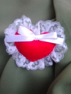 Heart Brooch  Materials : lace, flanel and ribbon size : 7x5