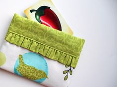 Snappy Bag Tutorial. Ideal for makeup bags, pencil cases etc.