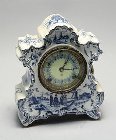 Delft blue and white mantle clock